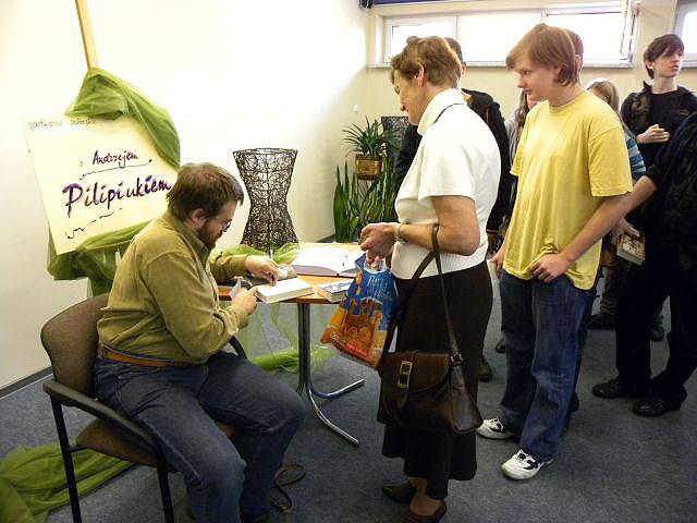 Spotkanie Autorskie Z Andrzejem Pilipiukiem